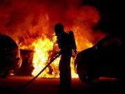 Flera bilar skadade i brand