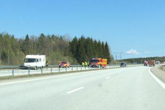 Lastbil och husbil i krock