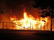 Stenkastning vid brand