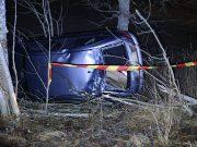 Bil körde av vägen i Tumbo